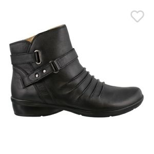 Naturalizer N5 Cora Black Leather Booties